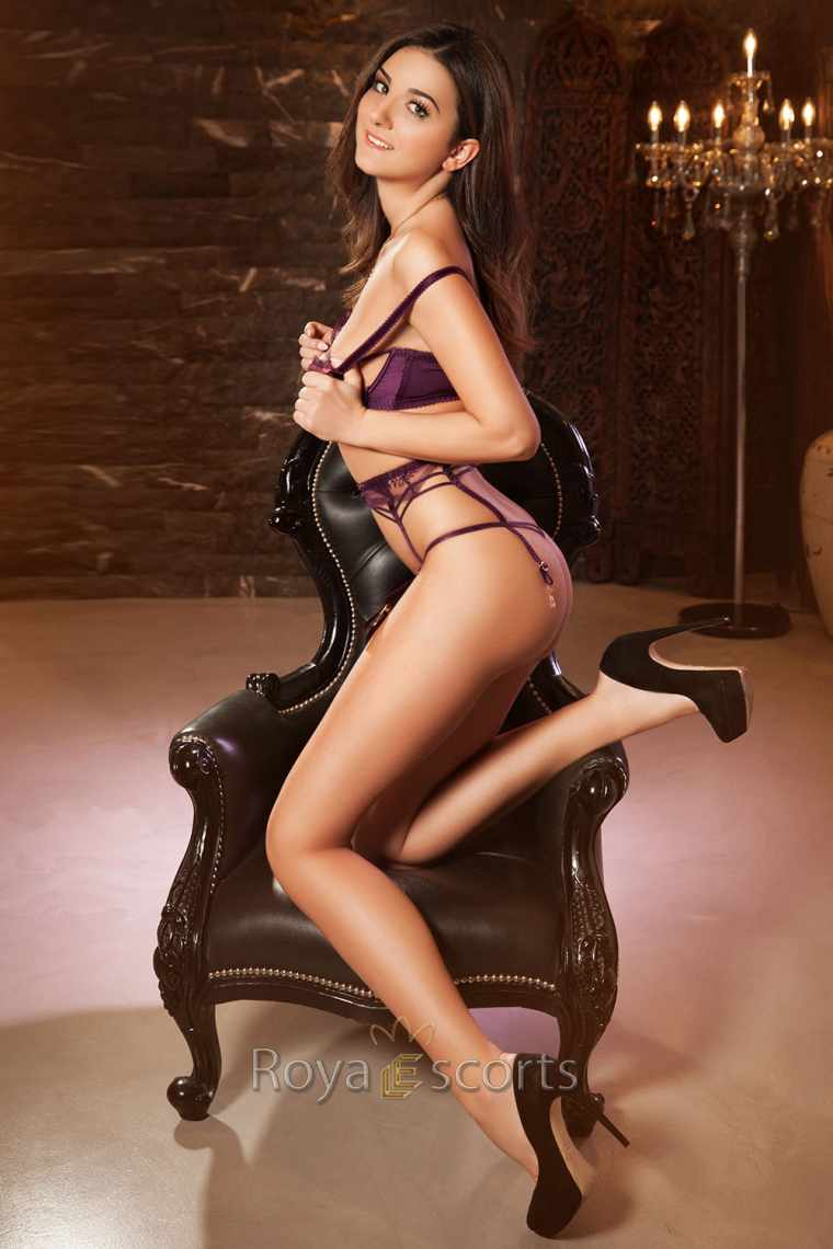 24/7 Tall Central London Escort