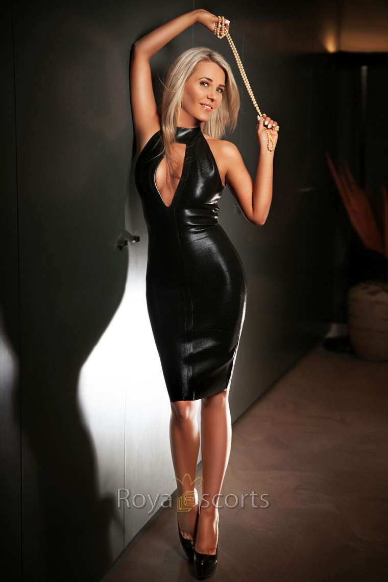 Latex Escort Claudine