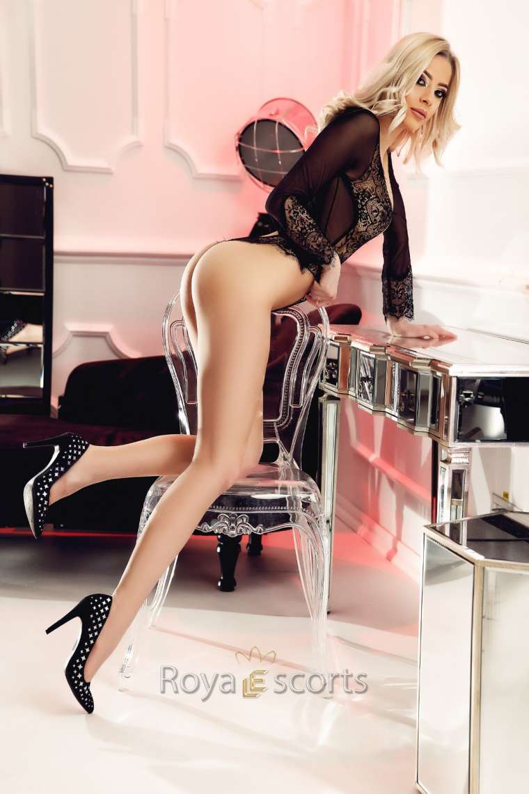 Tall Central London Escort Vicky