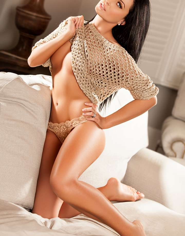 Dark haired brunette Kensington Escort with long legs beauty and a tanned body